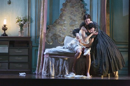 Lisette Oropesa and Rachel Lloyd in Lucia di Lammermoor at the Royal Opera House