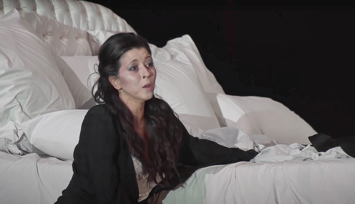 Lisette Oropesa gives a bis at the Teatro Real in La traviata at the Teatro Real